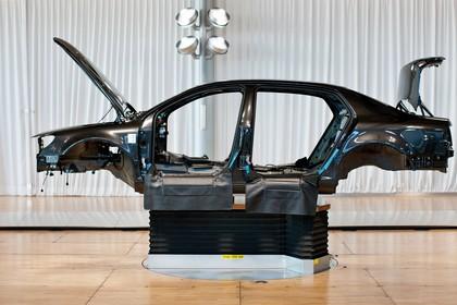 VW Phaeton 3D Facelift Aussenansicht Seite statisch Karosserie