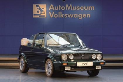 VW Golf 1 Cabrio Aussenansicht Front schräg statisch grün