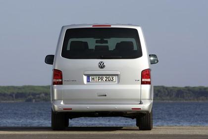 VW T5 Multivan Aussenansicht Heck statisch silber