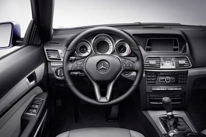 Mercedes E-Klasse T-Modell S212 Studio Innenansicht Fahrerposition statisch schwarz