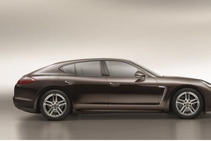 Porsche Panamera 970 Aussenansicht Seite statisch Studio braun