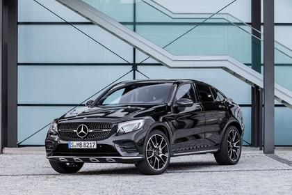 Mercedes-AMG GLC 43 4MATIC Coupé C253 Aussenansicht Front schräg statisch schwarz