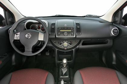 Nissan Note E11 Studio Innenansicht Armaturenbrett statisch schwarz
