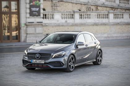 Mercedes A-Klasse W176 Aussenansicht Front schräg statisch grau