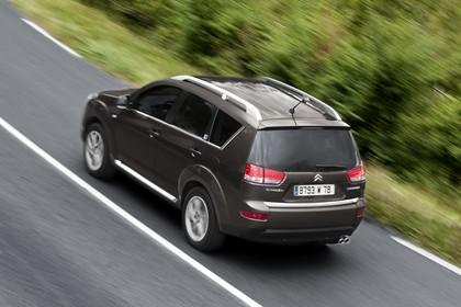 Citroën C-Crosser Aussenansicht Heck schräg erhöht dynamisch braun