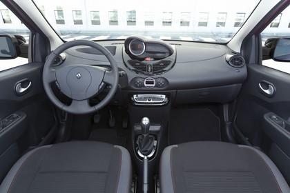 Renault Twingo N Facelift Dreitürer Innenansicht statisch Vordersitze und Armaturenbrett