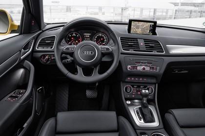Audi Q3 Innenansicht Fahrerposition statisch schwarz