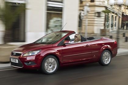 Ford Focus MK2 Cabrio Aussenansicht Seite schräg statisch rot