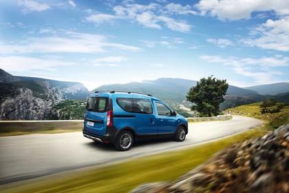 Dacia Dokker Stepway SD Aussenansicht Seite schräg dynamisch blau