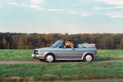 VW Golf 1 Cabrio Aussenansicht Seite dynamisch silber