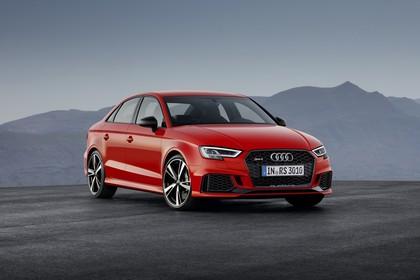 Audi RS3 Aussenansicht Front schräg statisch rot