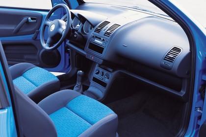 VW Lupo 6E Innenansicht statisch Studio Vordersitze und Armaturenbrett beifahrerseitig