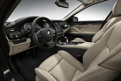 BMW 5er Limousine F10 Innenansicht Fahrerposition Studio statisch beige