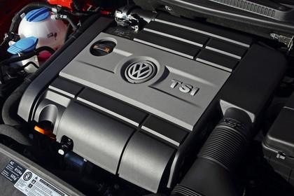VW Golf 6 Fünftürer Aussenansicht statisch Detail Motor