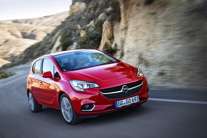 Opel Corsa E 5Türer  Aussenansicht Front schräg dynamisch rot