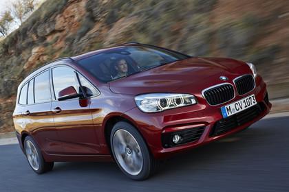 BMW 2er Gran Tourer Aussenansicht Front schräg dynamisch rot