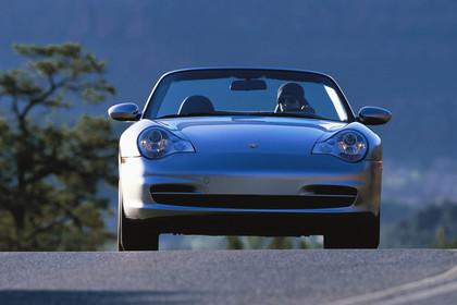 Porsche 911 (996) Cabrio Aussenansicht Front dynamisch silber