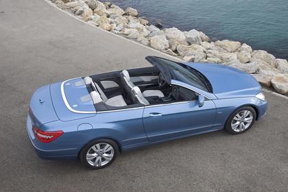 Mercedes-Benz E-Klasse Cabriolet A207 Aussenansicht Seite erhöht statisch blau