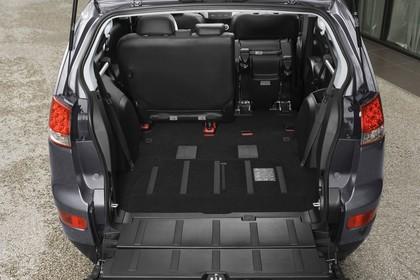 Citroën C-Crosser Innenansicht statisch Kofferraum Rücksitze 1/3 umgeklappt