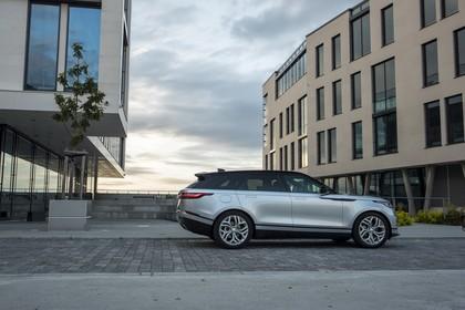 Land Rover Range Rover Velar Aussenansicht Seite statisch silber