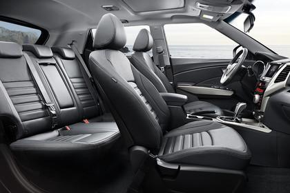Ssangyong Tivoli Innenansicht statisch Studio Rücksitze Vordersitze und Armaturenbrett beifahrerseitig