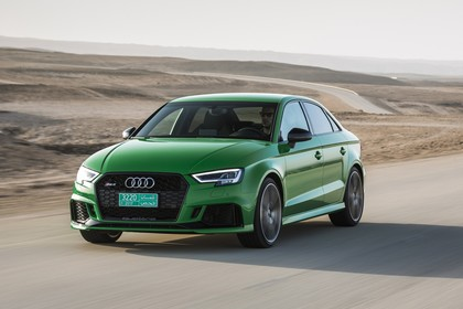 Audi RS3 Aussenansicht Front schräg dynamisch grün