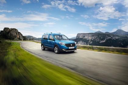 Dacia Dokker Stepway SD Aussenansicht Front schräg dynamisch blau