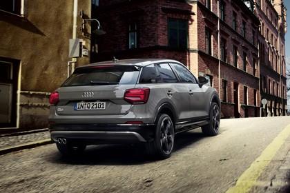 Audi Q2 Aussenansicht Heck schräg dynamisch grau