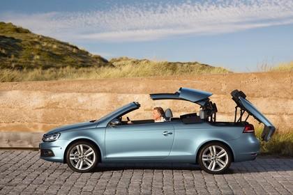 VW Eos 1F Facelift Aussenansicht Seite statisch blau