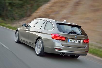 BMW 3er Touring F31 Aussenansicht Heck schräg dynamisch silber