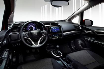 Honda Jazz GK Innenansicht statisch Studio Vordersitze und Armaturenbrett fahrerseitig