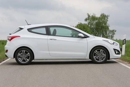 Hyundai i30 Coupe GD Aussenansicht Seite statisch weiss