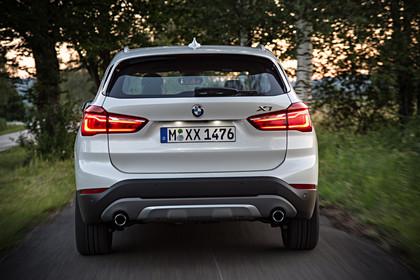 BMW X1 F48 Facelift Aussenansicht Heck statisch weiss