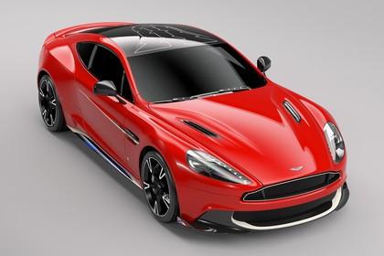 Aston Martin Vanquish VH Aussenansicht Front schräg erhöht statisch Studio rot