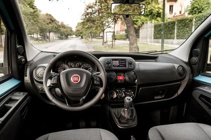 Fiat Qubo 225 Innenansicht statisch Vordersitze und Armaturenbrett