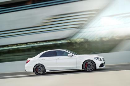 Mercedes AMG C-Klasse W205 Aussenansicht Seite dynamisch weiss