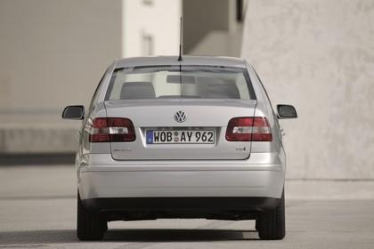 VW Polo 9N Viertürer Aussenansicht Heck statisch silber