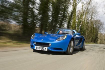 Lotus Elise 3 Aussenansicht Front schräg dynamisch blau