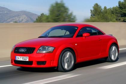 Audi TT 8N Aussenansicht Front schräg dynamisch rot
