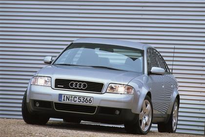 Audi A6 Limousine C5 Facelift Aussenansicht Front schräg statisch silber