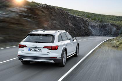 Audi A4 allroad quattro Aussenansicht Heck dynamisch weiss