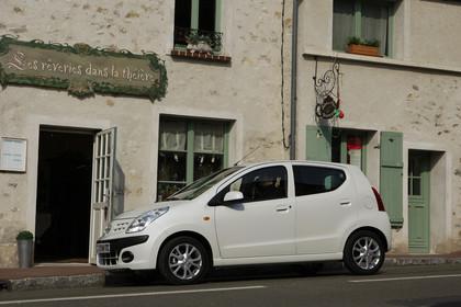 Nissan Pixo HF Aussenansicht Seite schräg statisch weiß