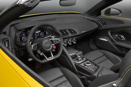Audi R8 Spyder Innenansicht Einstieg Fahrerposition Studio statisch gelb