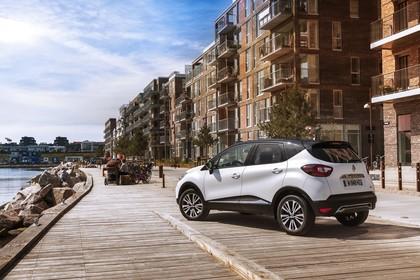Renault Captur R Aussenansicht Heck schräg statisch weiss