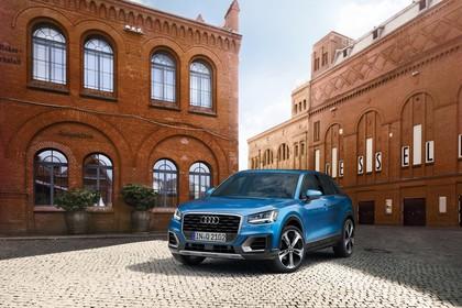 Audi Q2 Aussenansicht Front schräg statisch blau
