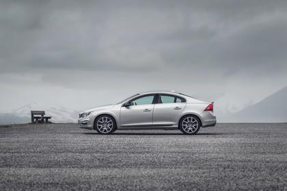 Volvo S60 F Aussenansicht Seite statisch silber