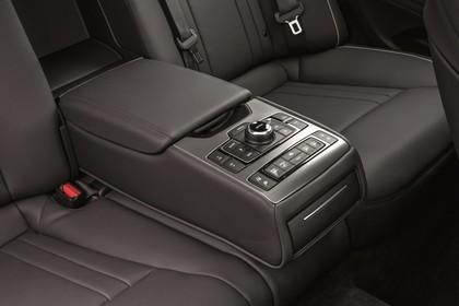 Hyundai Genesis DH Innenansicht Detail statisch schwarz Mittelarmlehne Rückbank