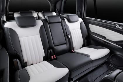 Mercedes Benz GL-Klasse Studio Innenansicht Rückbank statisch weiß schwarz