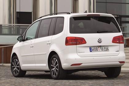 VW Touran 1T Facelift Aussenansicht Heck schräg statisch weiss