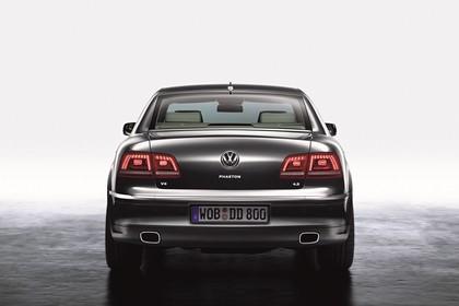 VW Phaeton 3D Facelift Aussenansicht Heck statisch Studio grau
